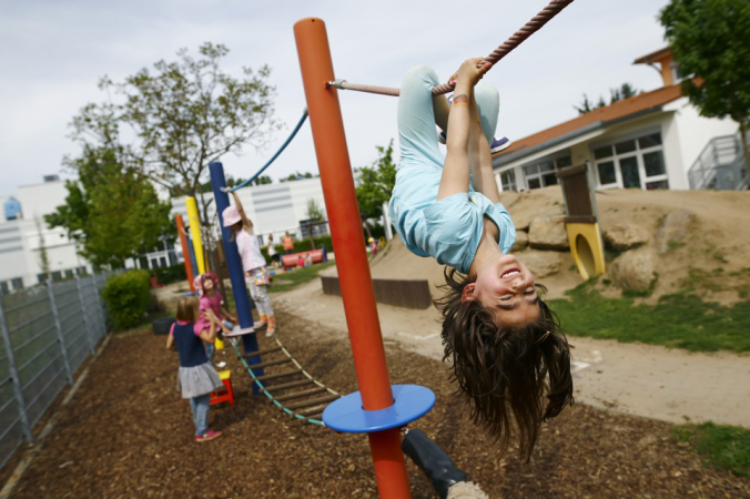 The Unsafe Child Less Outdoor Play Is >> Let The Children Play On The Playground Safety
